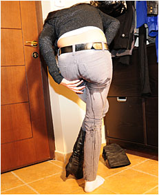 antonia wets jeans arriving home desperate peeing her jeans boots and socks 02