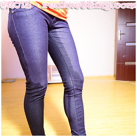 Sexy girl pisses her indigo jeggings urinating herself piss runs down her legs pissing pants girls realwetting
