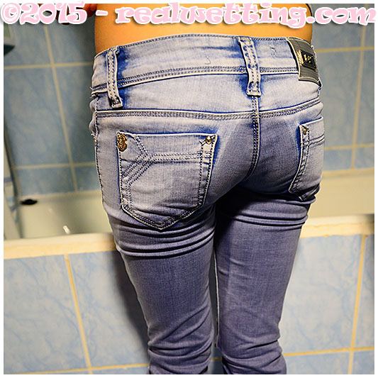 Wetting jeans while cleaning the bathroom, Antonia has no time to spare for a piss so she pisses herself trying to finish her job