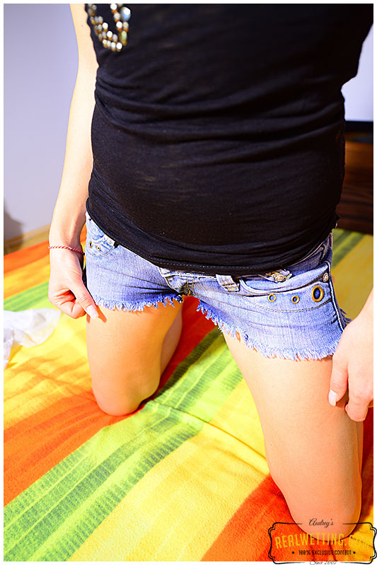 panties and jeans shorts pissed in bed by Antonia