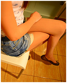 beatrice pisses herself while bored wetting jeans shorts and pantyhose 02