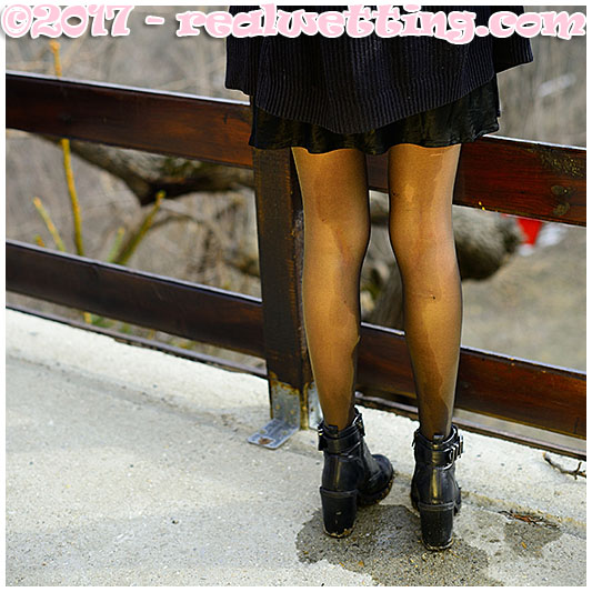 Leaking pee in pantyhose