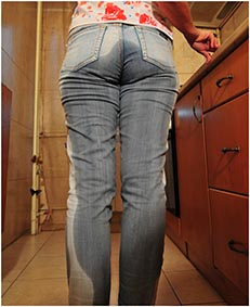 bianca pisses her jeans making a cup of tea 9