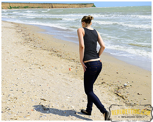 Tight blue jeans while walking casually on the beach!