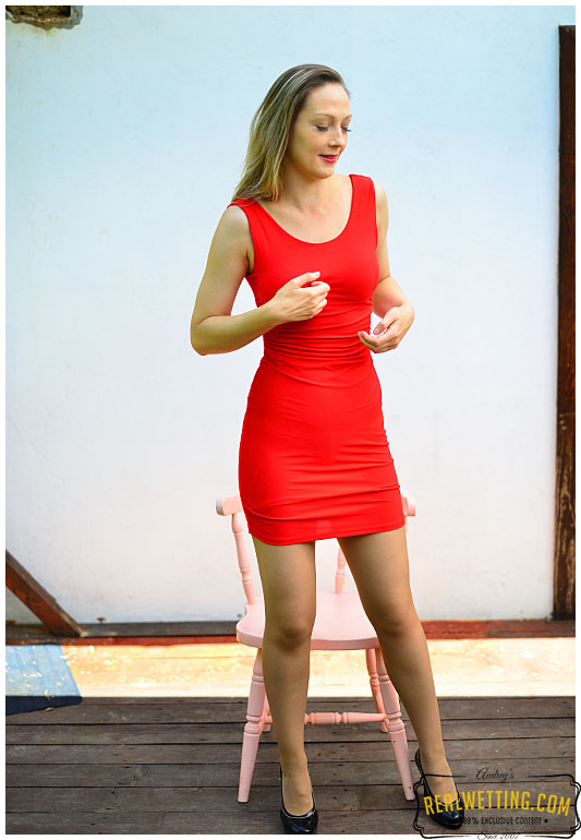 Red dress and pantyhose pee explosion with Claudia