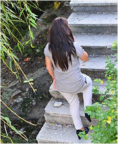climbing the stairs dee wets herself peeing her white pants 3