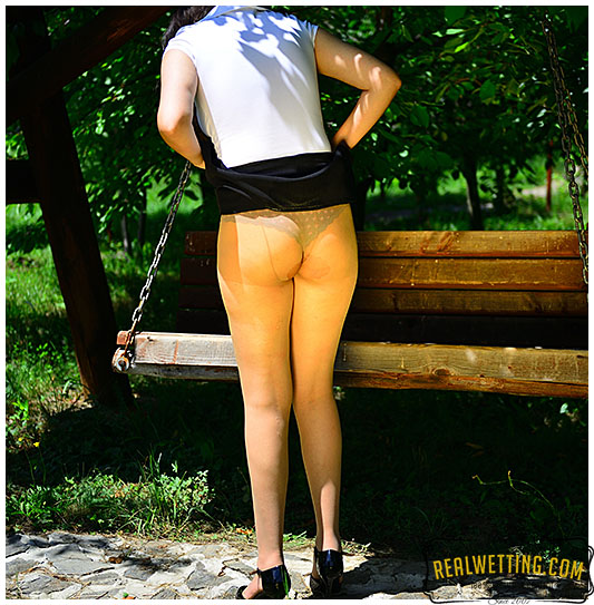 She took too long then she leaked hard into her nylons