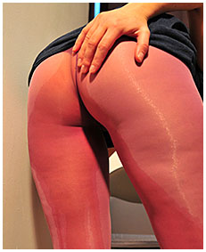 dee is pissing her pink lycra tights while reading for a exam 04