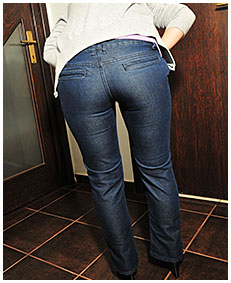 dee is pissing in her jeans and pantyhose accident wetting herself pissing jeans wetting her pantyhose and jeans 02
