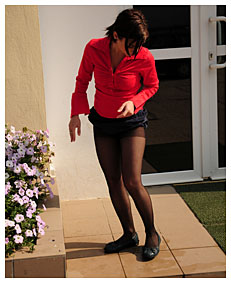 dee losing it in her pantyhose at the office entrance 1