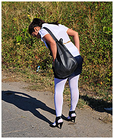 dee wets her white pantyhose on the road 02