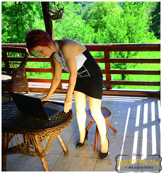 Work from home Dee has to pee but loses control and wets her pantyhose while sitting.