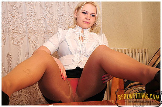 Bored with the the test she is pissing her pantyhose