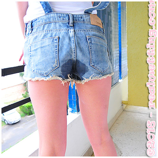 Bulging bladder dominika loses control in jeans overalls