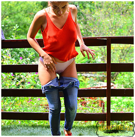 Tight jeans wetting with Ellie