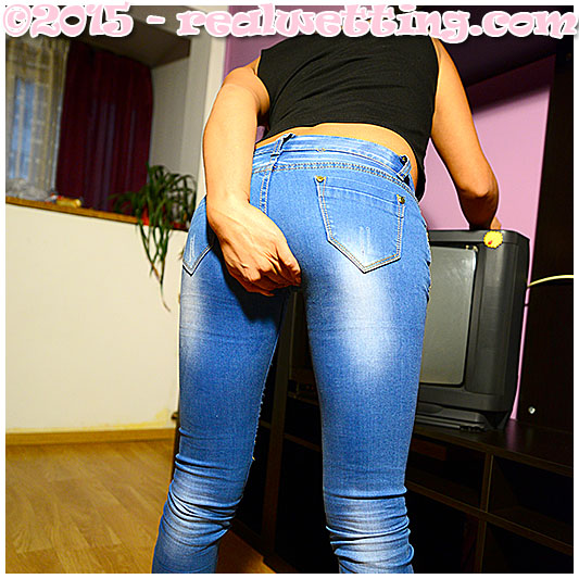 Sexy girl Erica wetting jeans video
