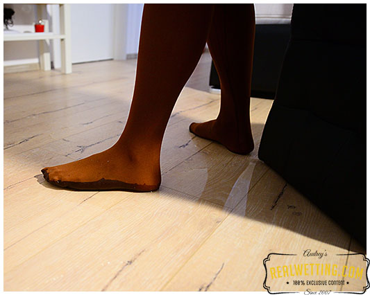 Erica pantyhose in the living room