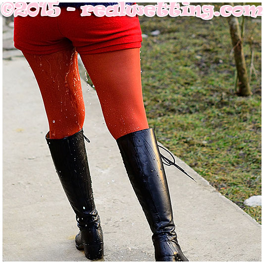 Gemma pisses her red pantyhose and boots desperate catwalk 02