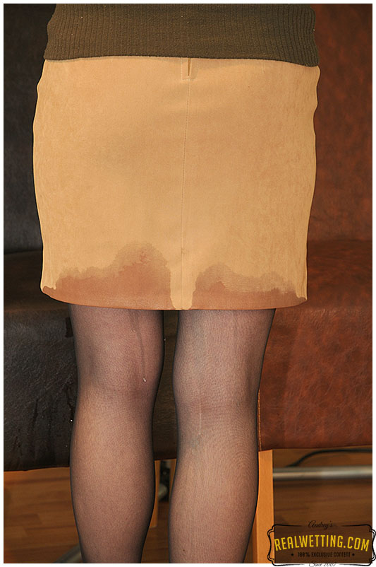 Julia makes pee pee into her pantyhose wetting herself and the waiting area