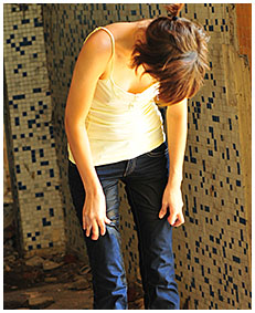 natalie wets her jeans in an abandoned building 02