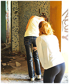 natalie wets her jeans in an abandoned building 04
