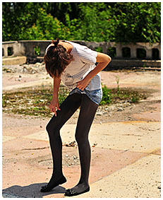 natalie wets her pantyhose and jeans skirt desperate to pee 00