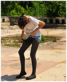natalie wets her pantyhose and jeans skirt desperate to pee 01