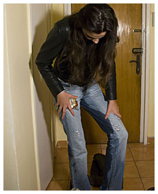 natalie wetting her jeans after a full day at the mall shopping 014678