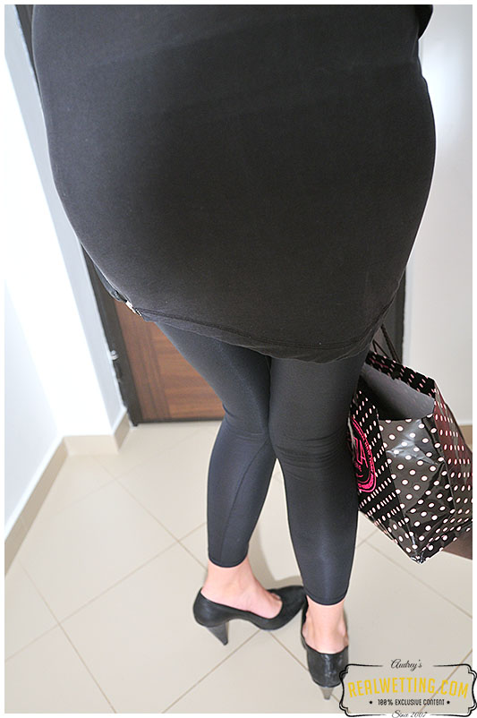 She came back home and pissed her leggings