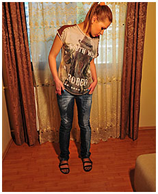 on her cigarette break dominika wets her jeans and pantyhose pisses her jeans 03