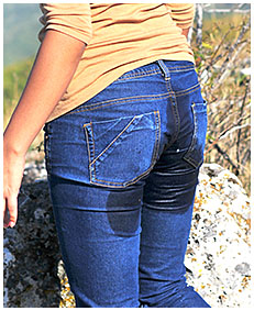 sara pees her jeans on the mountain 05