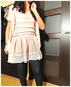 sara pisses herself in dark blue pantyhose wetting her skirt and boots 01