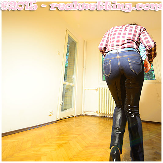 She pissed her tight jeans, peeing herself wetting her jeans