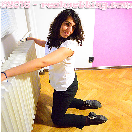 Sara`s date ends up badly for her, she wakes up in an empty apartment pissing herself bound to a radiator