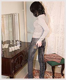 spying on alice as she wets herself for fun 105