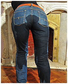valerie pisses herself pissing her jeans wetting her panties and jeans 04