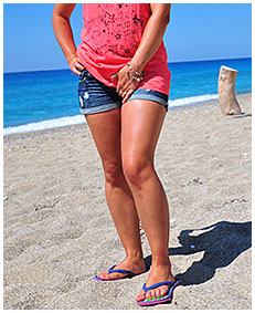 wetting my jeans shorts on the beach 02